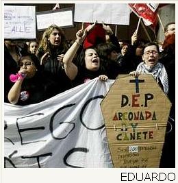 Los 179 despedidos de Atento en A Coruña dejaron ayer la empresa